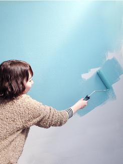 小さなポストカードと大きな壁を塗ってペイントの基本ルールを学ぼう